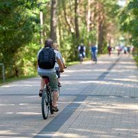 Fahrradfahrer auf der Dünenstraße zwischen Deutschland und Polen