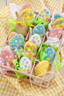 Bunte Plaetzchen zu Ostern