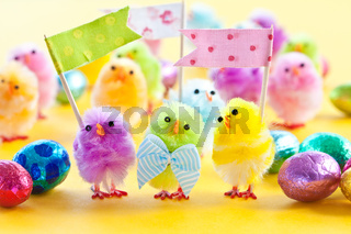 Bunte Kueken zu Ostern