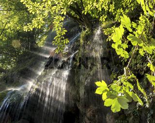 Uracher Wasserfall im Sonnenschein