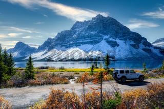 Bow Lake, Banff Alberta Kanada travel destination in autumn
