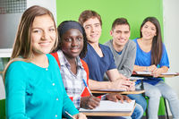 Gruppe Schüler in Schule