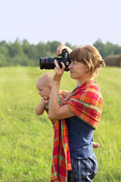 Mother with the kid on hands photographs