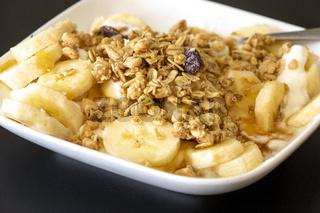 Joghurt mit Bananenscheiben