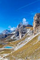 Wanderweg um den Paternkofel mit Blick auf den Passportenkofel, Dolomiten, Suedtirol