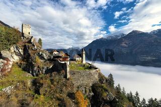 Schloss über den Wolken