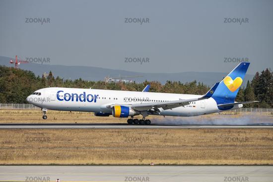 Flugzeug von Condor bei der Landung