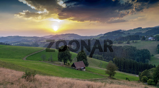 Schwarzwald Landschaft mit dramatischem Himmel