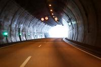Blick in einem Autobahn Tunnel, Tunnelröhre