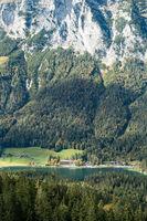 Talblick auf den wunderschönen Hintersee, Berchtesgarden, Oktober 2020, Deutschland