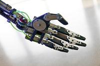 KI_Roboterhand_04.tif