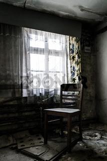 Stuhl am Fenster