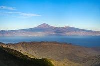 Blick von La Gomera auf die Insel Teneriffa