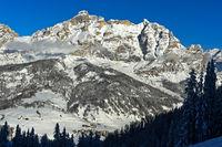 Winterlandschaft bei Alta Badia mit den Gipfeln La Varella und Cunturines
