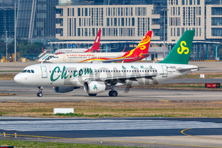 Spring Airlines Airbus A320 Flugzeug Flughafen Shanghai Hongqiao in China