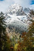 Die mächtige Flanke des Mühlsturzhorns im Oktober 2020, Deutschland Berchtsgaden, Deutschland