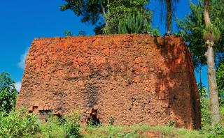 Einfacher Lehmofen für Ziegel in Süd-Uganda   Simple clay oven for bricks in Southern Uganda