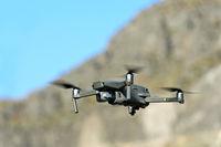 Drohne Mavic 2 Pro im Flug /