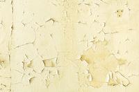 Abblätternde Farbe mit Rissen an einer Zimmerwand als Hintergrund