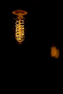 Glühbirne mit einem spiraligen Draht