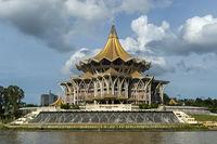 Gebäude des Parlaments von Sarawak am Sarawak Fluss, Kuching, Sarawak, Borneo, Malaysia