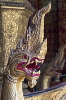 Grimmig schauende Naga-Schlange an der Vorderseite des königlichen Begräbniswagens für Sisavang Vong