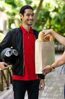 Deliverly man pick up order