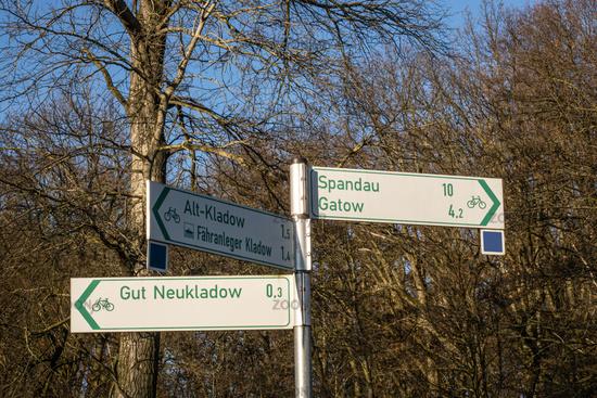 Wegweiser für Fahrradroute, Berlin, Deutschland