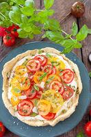 Rustikale Quiche mit frischen Tomaten