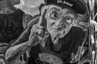 Graffito - Mann mit erhobener Hand: Jetzt mal aufgepasst...