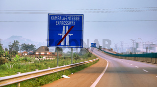 Der neue und umstrittene, von China gebaute Kampala–Entebbe Expressway in Uganda | On  the new Chinese-built Kampala–Entebbe Expressway in Uganda