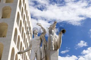 Skulptur des Palazzo della Civiltà Italiana