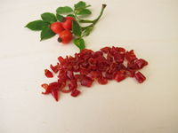 Getrocknete rote Hagebuttenschalen von der Hagebutte, Wildrose, Hundsrose