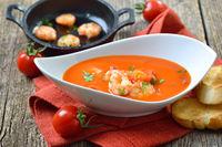 Cremige Tomatensuppe mit gebratenen Garnelen