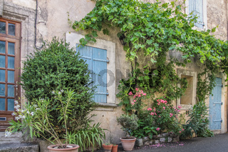 Country house in the Provence village Villars