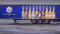 Die Bierreklame am Auflieger...