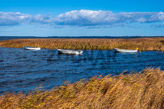 Boote auf der Ostsee auf der Insel Moen in Dänemark