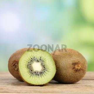 Gesunde Kiwi Frucht mit Textfreiraum