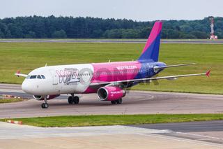 Wizzair Airbus A320 Flugzeug Flughafen London Luton