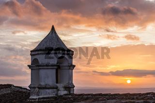 alter Turm mit Sonnenuntergang, Monsaraz, Alentejo, Portugal