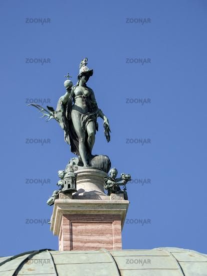 Skulptur der Diana auf dem Dach des Pavillons im Hofgarten - München