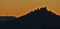 Hohenzollern und Plettenbergturm im Abendlicht