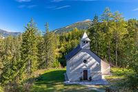 Kleine Kapelle St. Salvator bei den Ruinen von Wildbad Innichen, Suedtirol