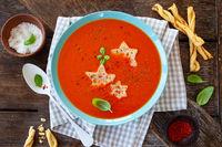 Tomatensuppe mit Sternen
