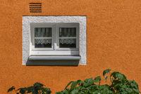 Das kleine Fenster am Haus