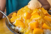 famous Taiwanese snacks of mango shaved ice