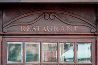 Restaurantfenster mit Facettenscheiben