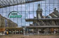 Chemnitz Innenstadt - Vor dem Kaufhaus