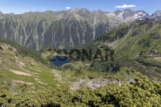 Der Duisizkarsee in der Steiermark, Österreich, vom Murspitzsattel aus gesehen