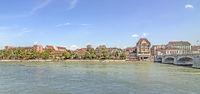 Basler Rheinufer mit ehemaliger Kaserne, Schweiz